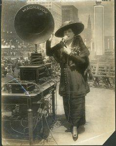 Fritzi Scheff demonstrating Magnavox for Fifth Liberty Loan in New York City, 1895. Powerhouse Museum